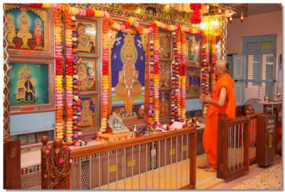On the morning of 17th May, Acharya Swamishree performs the patotsav ceremony