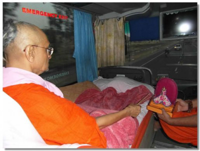 Acharya Swamsihree performs the daily niyams on route