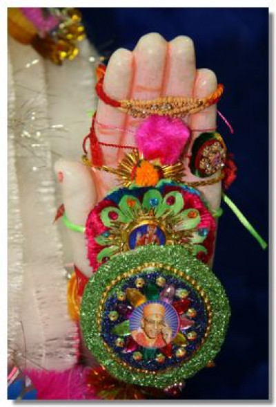 Divine darshan of Lord Swaminarayan's lotus hand