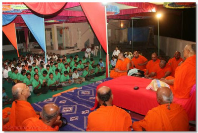 In the evening, a performance was given by disciples of Ranipura