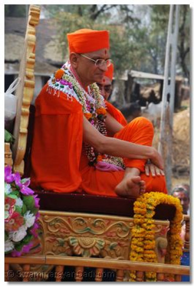 Acharya Swamishree gives darshan during a processison in Ranipura