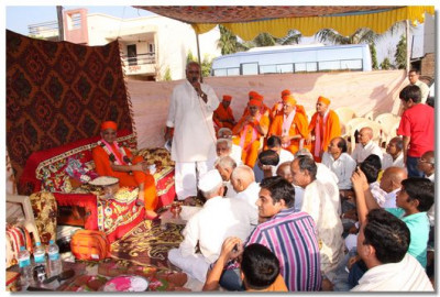 Disciples expresss their delight and gratitude to Acharya Swamishree for inspiring the new temple in their village