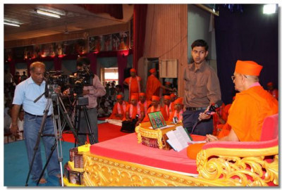 Acharya Swamishree gives an interview to a TV reporter