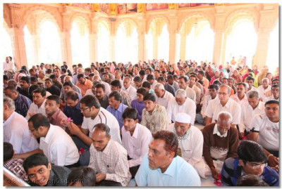 Hundreds of disciples came for the darshan