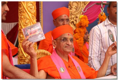 "His Divine Holiness Acharya Swamishree unveils the ""Shree Swaminarayan Gadi Granth"" audio book CD in MP3 format"