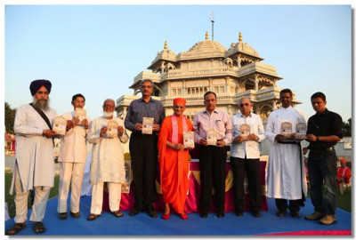 Acharya Swamishree and the dignitories with the new book