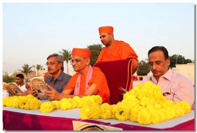 Acharya Swamishree and the dignitaries browse through the book