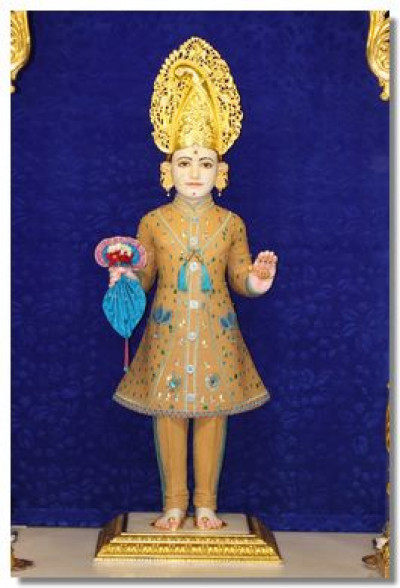 Divine darshan of Lord Shree Swaminarayan adorned in chandan vagha at Shree Swaminarayan Temple Maninagar