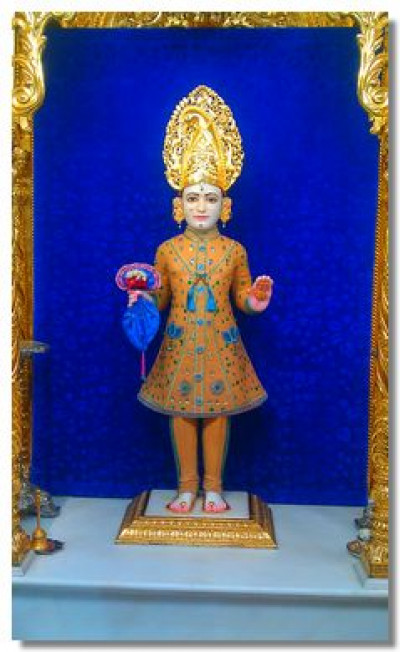 Divine darshan of Lord Shree Swaminarayan adorned in chandan vagha