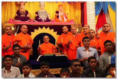 Acharya Swamishree, sants and disciples of Shree Swaminarayan Gadi Sansthan hold a candle light tribute to 'Damini'