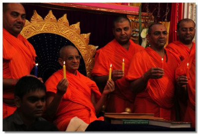 Acharya Swamishree, sants and dicisciples of Shree Swaminarayan Gadi Sansthan hold a candle light tribute to 'Damini'