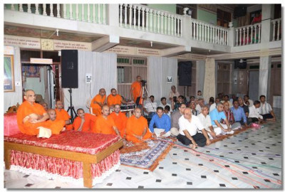 Acharya Swamishree, sants and disciples gathered for the Bhakti Sangeet evening at Delhi temple.