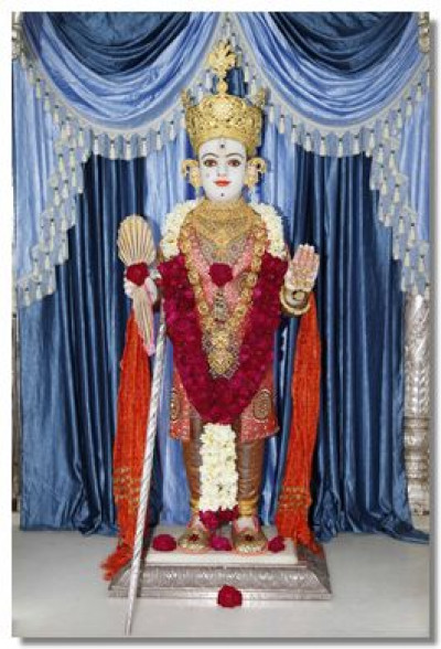 Divine darshan of Lord Shree Swaminarayan at Shree Swaminarayan Temple Kadi