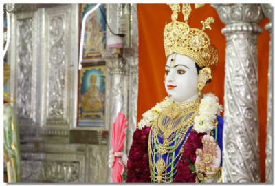 Divine darshan of Lord Swaminarayan at Mangla