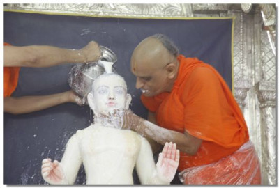 Lord Swaminarayan is bathed in milk again and a kiss from Acharya Swamishree