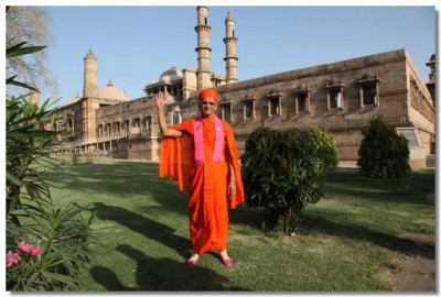 Acharya Swamishree at the Pavagadh - a World Heritage Site
