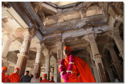 Acharya Swamishree and sants view the ancient site