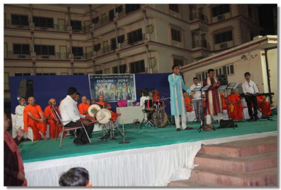Artists sing devotional songs