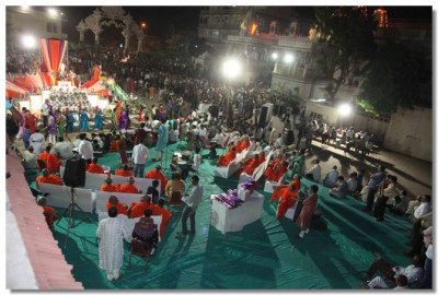 Sharad Poonam raas continues in the temple grounds