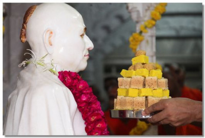 Prasad is offered to Jeevanpran Swamibapa