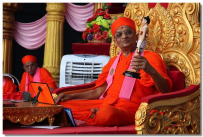 Acharya Swamishree talks about the murti of Shree Nilkanthvarni