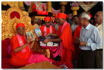 Inauguaration of 'Shree Abji Bapashree ni Vato Part 2' and 'Kirtan Niyamavali'