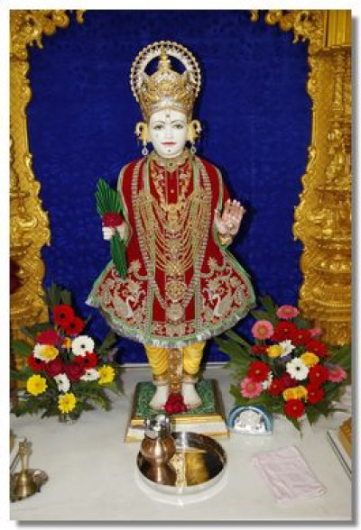 Divine darshan of Lord Swaminarayan at Shree Swaminarayan Temple Surat