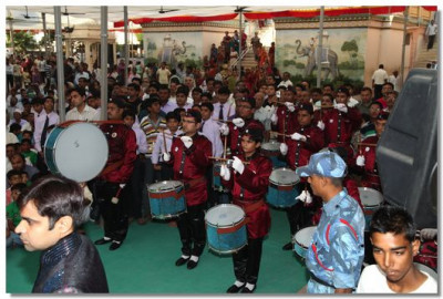 The band performs as Jeevanpran Swamibapa arrives