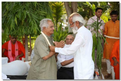 Eminent guests were honoured with a garland