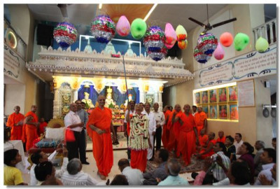 Acharya Swamishree pops some celebrations balloons