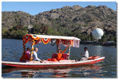Acharya Swamishree tours Lake Nakki