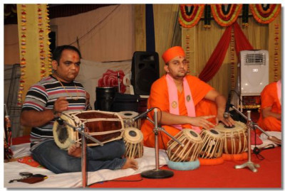 Sants and disciples perform during the evening Bhakti Nyrutya performances