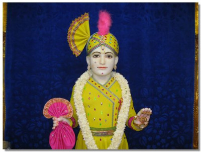 Divine darshan of Lord Swaminarayan adorned in chandan