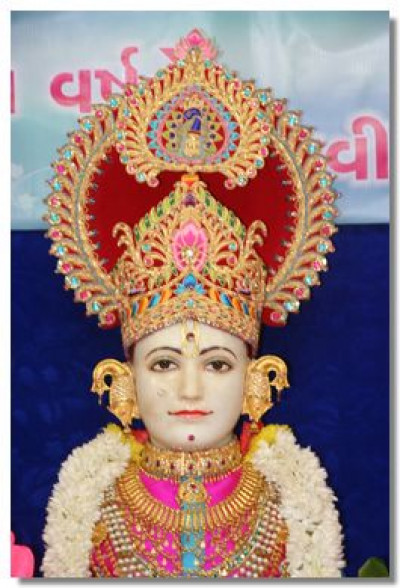 Divine darshan of Lord Swaminarayan in Maninagar on 1st January 2013