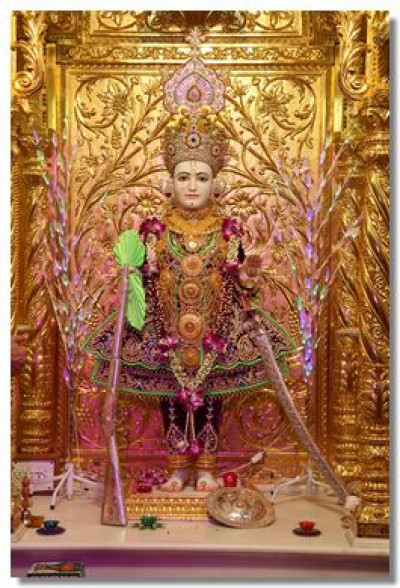 Divine darshan of Lord Swaminarayan on Diwali day
