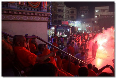 In the evening, a large fireworks display was held in the compound of the Mandir