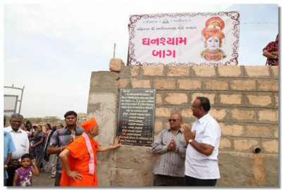 Acharya Swamishree inaugurated the Ghanshyam Baag