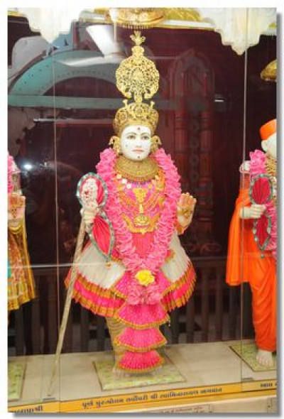Divine darshan of Lord Swaminarayan in Bavla