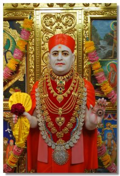 Jeevanpran Swamibapa gives darshan in Maninagar