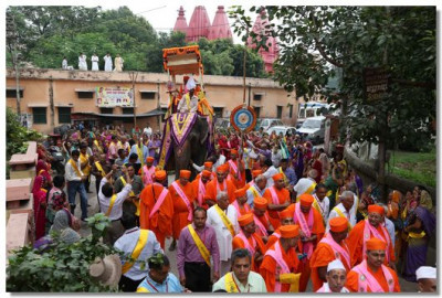 The Procession proceeds through the streets of Haridwar