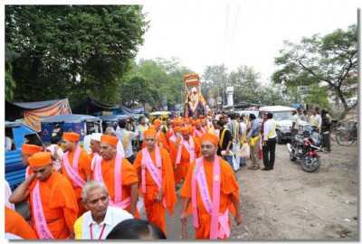 The procession continues through Haridwar