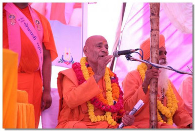 Chief priests of Haridwar express their delight about Acharya Swamishree's historic visit to Haridwar