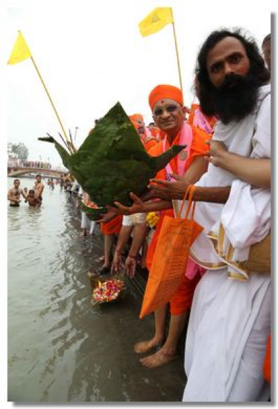 Acharya Swamishree and sadhus prepare to place diwas in River Ganga
