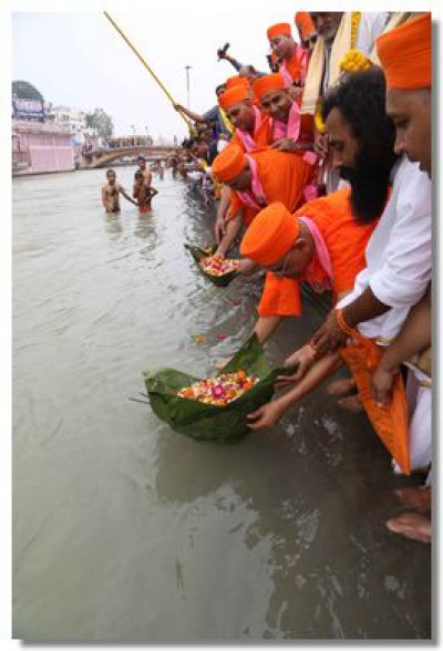Acharya Swamishree places diwas in the river