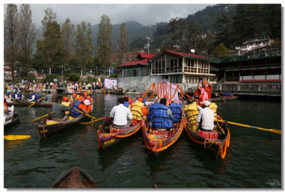 Sants and disciples tour Lake Nainital