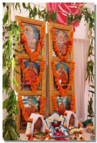 The divine murtis for the sinhasan