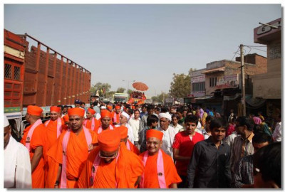 The procession thorugh the streets of Sanand