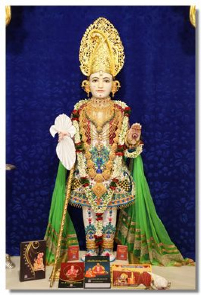 Divine darshan of Lord Swaminarayan at Shree Swaminarayan Mandir Maninagar