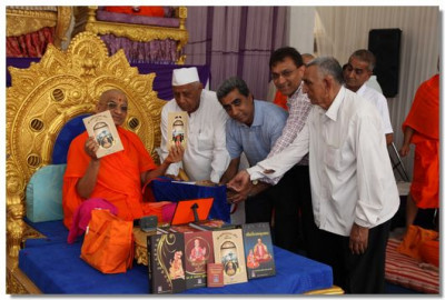 'Shree Swaminarayan Mandir Kadi Gaurav Katha' is inaugurated by Acharya Swamishree