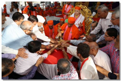 Sants and disciples perform panchamrut snan to the paduka